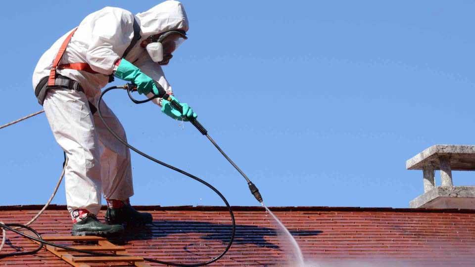 Quand & comment nettoyer sa toiture ? - Conseils - Technitoit
